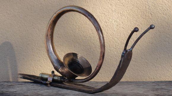 Poet est un escargot réalisé à partir d'un ancien klaxon de tacot