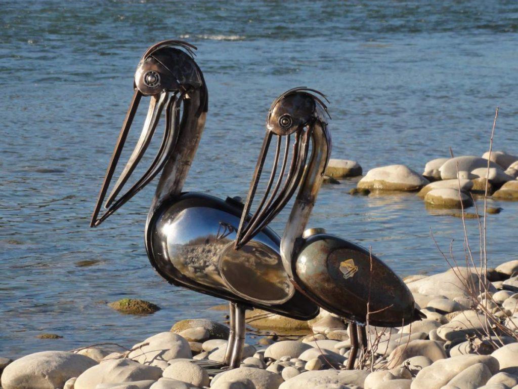 ces 2 pelicans ont été faits avec des réservoirs de moto ancienne récupérés