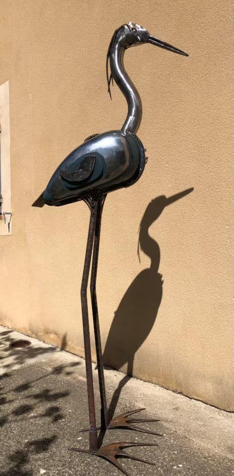 sculpture réalisée avec un réservoir de moto Peugeot récupération et détournement