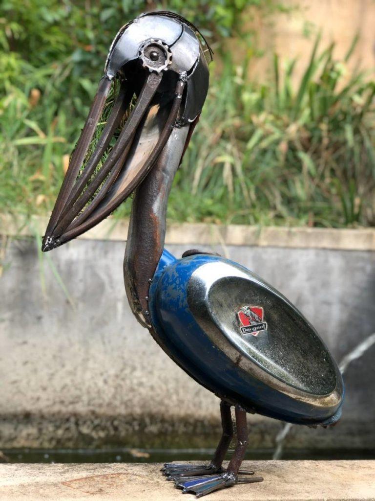 pelican bleu